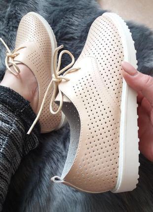 Туфли -мокасины с перфорацией.