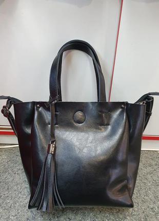 Женская сумка из гладкой натуральной кожи.