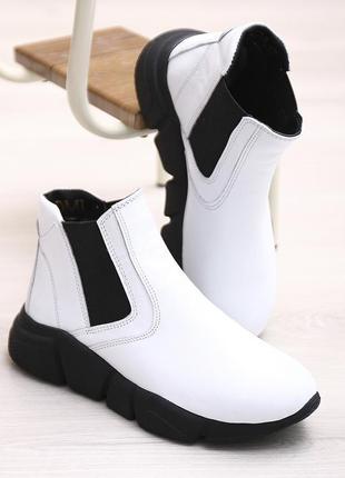 Кожаные женские белые демисезонные спортивные ботинки на масси...