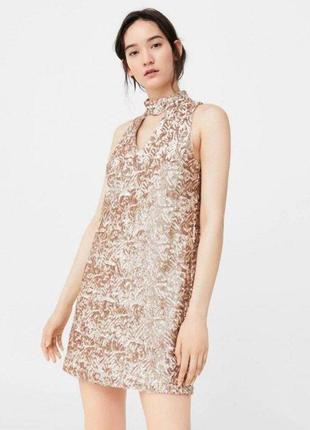 Шикарное золотистое платье-свинг с чокером в пайетках