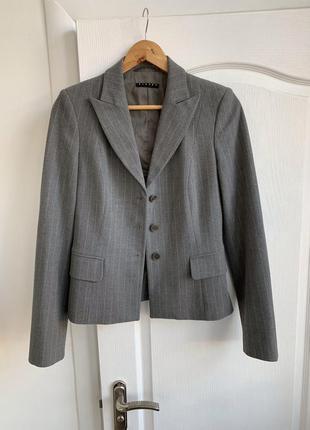 Офисный классический пиджак жакет в полоску sisley