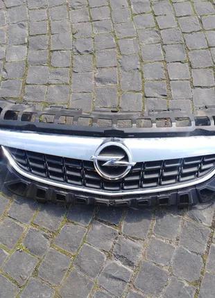 Решётка радиатора Opel Astra J 13300945 13266576