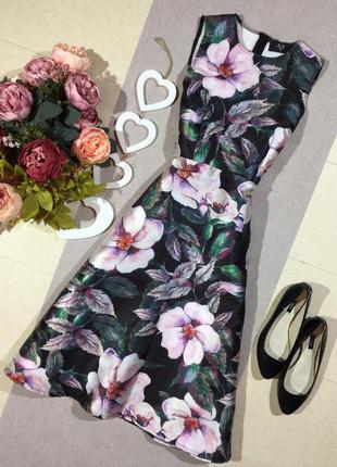 Шикарное пышное платье в цветочный принт.