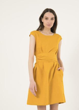 Горчичное платье из льна season с длинным поясом