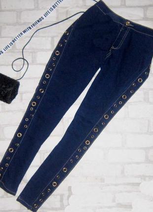 Крутые джинсы скини  с лампасами
