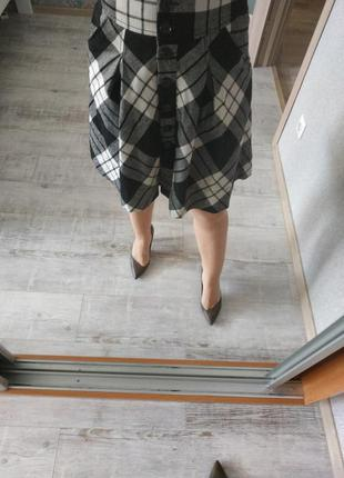 Стильная теплая высокая юбка в клетку на пуговицах