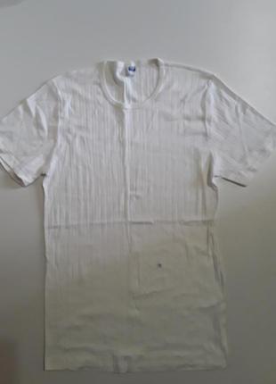 Фирменная нательная футболка s