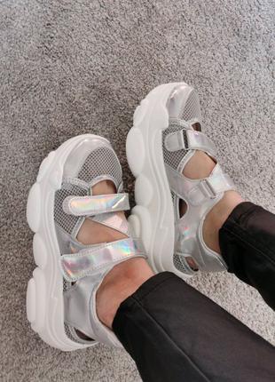 Женские кроссовки босоножки на массивной подошве