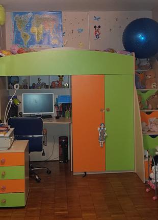 Мебель в детскую комнату, двухъярусная кровать, шкаф, стол