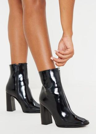 Стильные чёрные лакированные ботинки на молнии