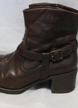Демисезонные ботинки, на удобном каблуке.