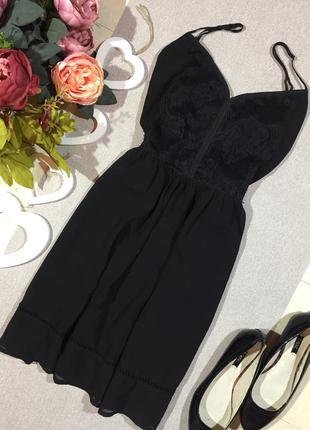 Красивое шифоновое платье.