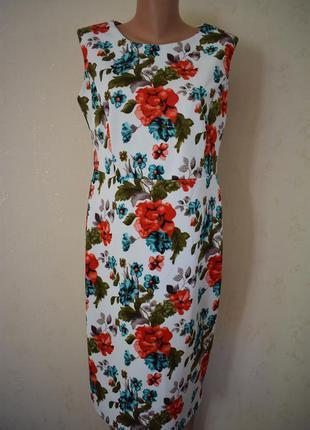 Красивое платье с принтом