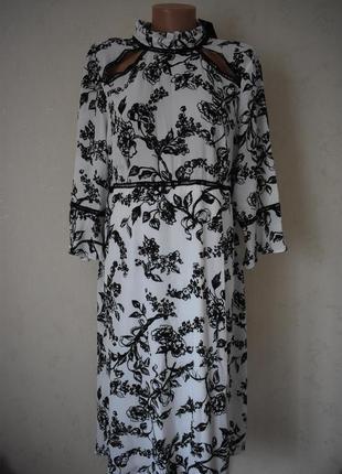 Новое красивое платье с принтом simply be