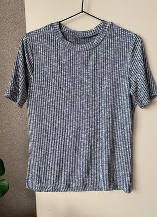 Сіра базова футболка в рубчик розмір М-Л