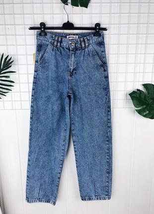 Женские джинсы бананы