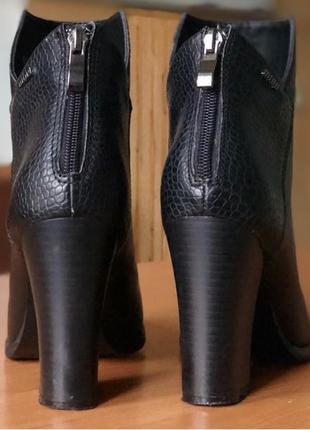 ботильоны чёрные на каблуке в идеальном состоянии