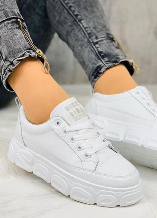 Новиночка белые кроссы