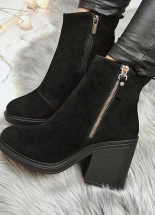 Новые  женские зимние  замшевые черные ботинки