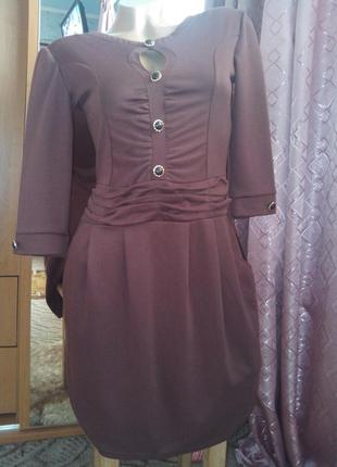 Трикотажное платье с драпировкой и кармашиками