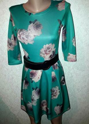 Очень нежное изумрудное платье в цветы