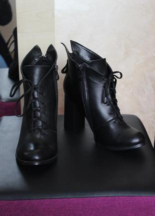 Ботильоны кожаные с шнуровкой на очень удобном каблуке