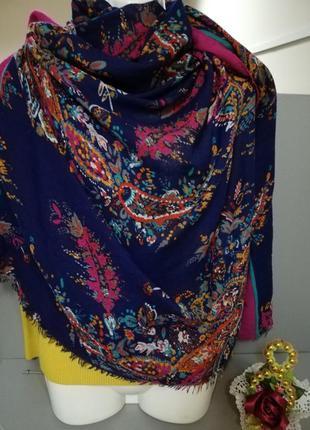 Стильный яркий шарф палантин