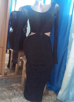 Соблазнительное чёрное вечернее гипюровое платье-труба с вырез...