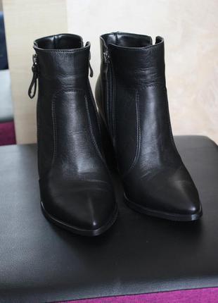 Классические кожаные ботильоны на удобном каблуке