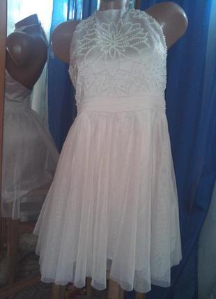 Утончённое пудровое платье с вышивкой жемчугом и бисером, фати...