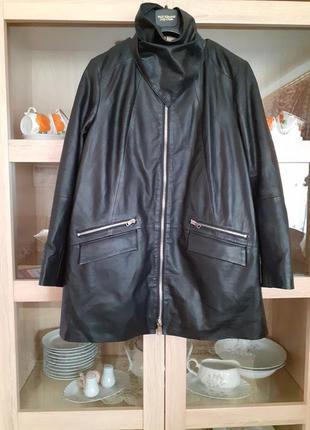 Очень стильная кожаная куртка с кучей карманов и кожаной косын...