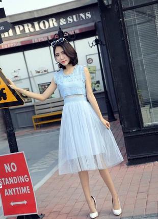 Фантастически-шикарное вечернее платье-миди с кружевом и фатин...