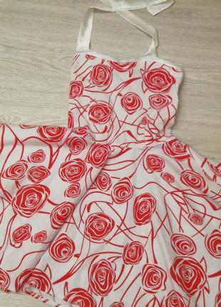 Лёгкое из натуральной ткани платье с юбочкой солнце-клёш