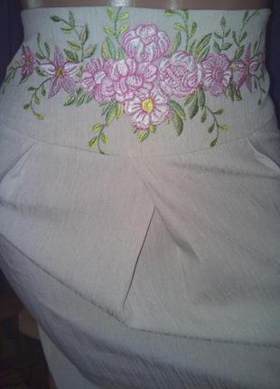 Бежевая льняная юбочка с вышивкой