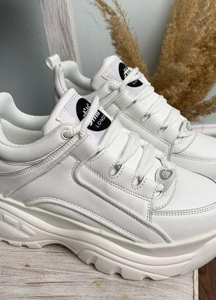 Женске кроссовки. Кроссовки на платформе. Модная обувь.