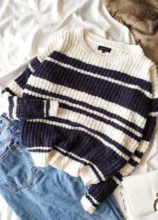 Белый вязаный оверсайз  свитер в полоску