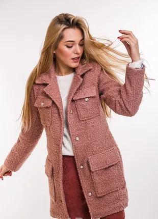 модное женское пальто из мягкой пушистой ткани