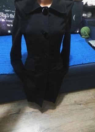 Элегантное приталеное лёгкое пальто-миди от motivi