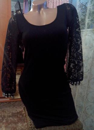 Классическое платье с кружевными рукавами и спинкой