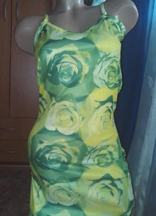 Яркое летнее платье-сарафан розы