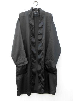 Черный атласный халат на запах для дома