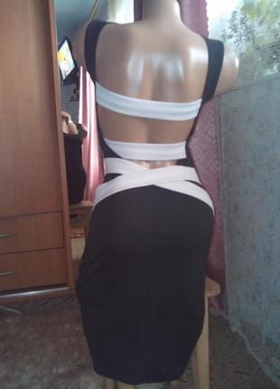С утягивающим эффектом платье