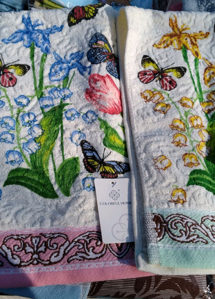 Очень красивые полотенца, хорошего качества,на подарки к 8 Марта.