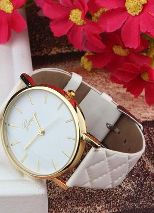 Последние белые часы с золотым циферблатом