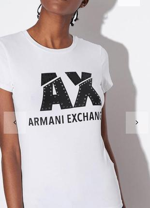 Женская футболка от известного бренда armani