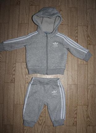 Теплый спортивный костюм adidas на 3-6мес.