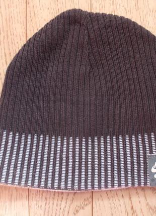 Двухсторонняя шапка nike на подростка