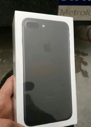 Новый запечатанный iPhone 7 plus, подарок (чехол и стекло)