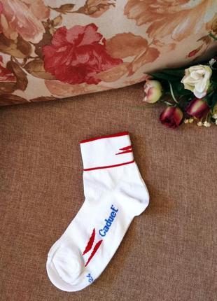 Низенькие носки в спортивном стиле.