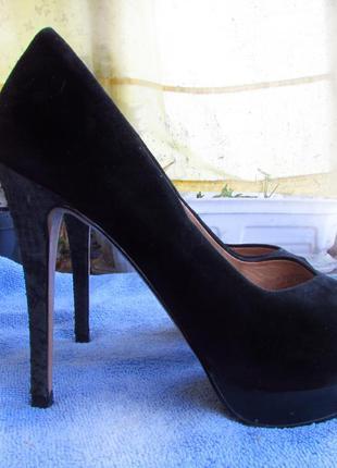 Туфли с открытым носком, высокий каблук.